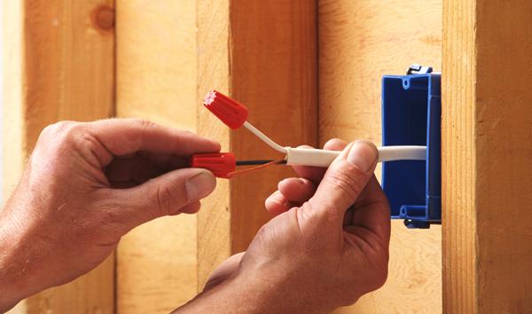 Монтируем электропроводку в деревянном доме