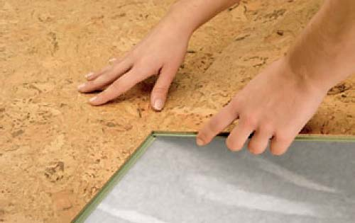 Укладка бесклеевого пробкового покрытия