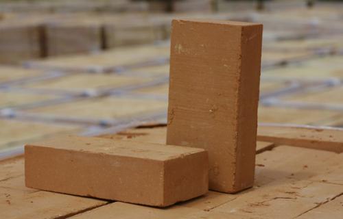 Вибираем из чего строить стены: классический кирпич